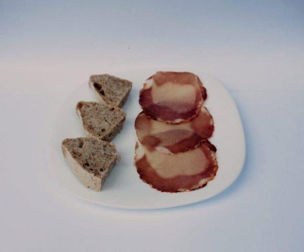 Filetto di maiale sul piatto